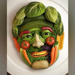 lächelndes Gesicht aus Gemüse face auf Teller